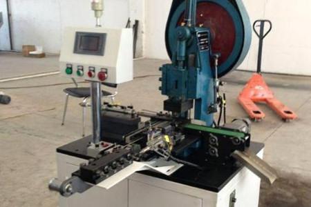 全自动送料铆钉机添加物料时需注意哪些?